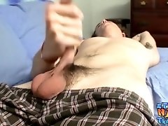 Nubile thug Sean Johansen cums after fleshlight fucking