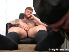 Inked ginger jerks off while his feet get worshiped by homo|38::HD,63::Gay,1991::Feet,2001::Fetish,2041::Hunks