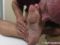 Feet massage turns into toe sucking and worship|38::HD,63::Gay,1991::Feet,2001::Fetish,2041::Hunks,2071::Massage,2081::Muscular