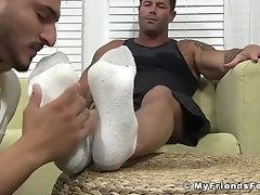 Muscular homosexual enjoys feet licking and feet massage|38::HD,63::Gay,1991::Feet,2001::Fetish,2041::Hunks,2081::Muscular