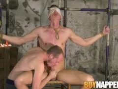 Blindfolded submissive blown by master|38::HD,63::Gay,1911::Blowjob,1921::Bondage,2001::Fetish,2141::Twink
